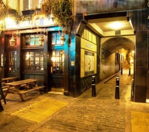 A photograph of the White Hart as it appears today.