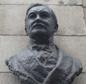 The bust of T. P. O'Connor on Fleets Street.