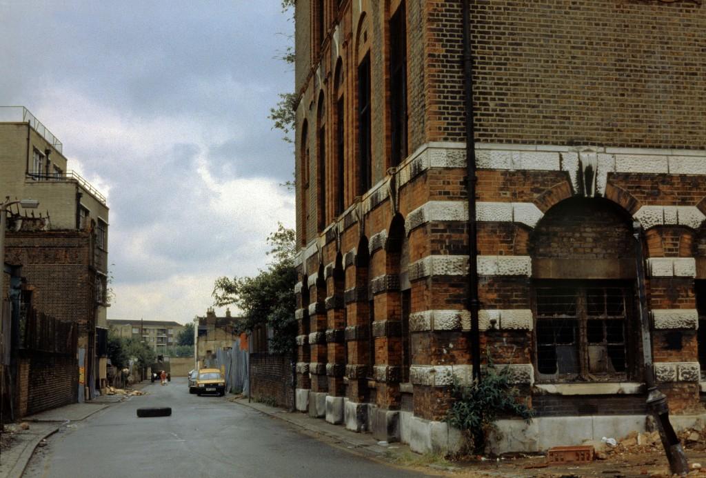 Looking along Duward Street as it was in 1986.