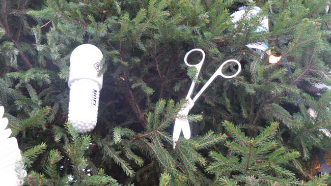 A pair of scissors and a white pill decorations.