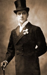 Actor William Terriss wearing a top hat.