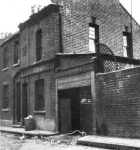 A black and white photo of the Mary nichols murder site in Buck's Row.