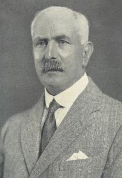 A photo of Walter Dew.