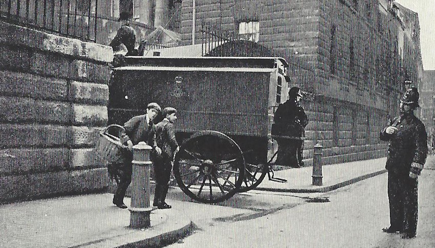A city policeman watching a prisoner arrive for trial at the Old Bailey Court.
