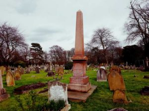 A photo of the grave of Alice Ayres.
