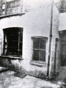 A photo of Mary Kelly's room from the outside.