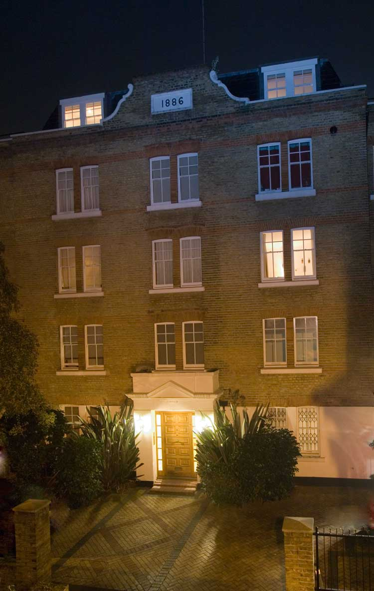 A photograph of the Gunthorpe Street flats seen by night.