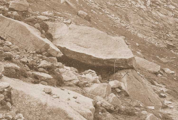 A photograph of the boulder beneath which the body of Rose was hidden.