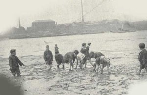 A photograph of a group of mudlarks.